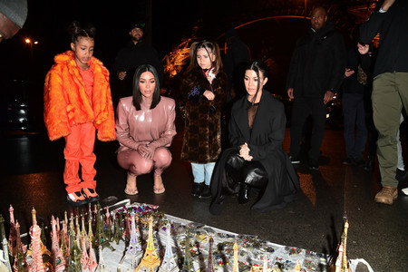 North West y Penélope Disick: dos futuras it girls por las calles de Paris (junto a sus madres Kim y Kourtney Kardashian)