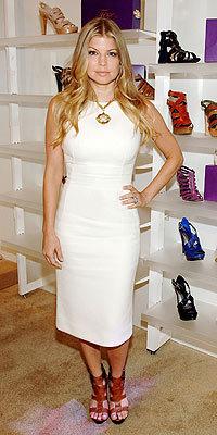 Fergie presenta su línea de zapatos