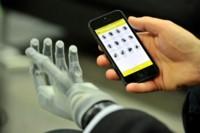 i-limb ultra revolution, una mano biónica que puede controlarse con nuestro smartphone