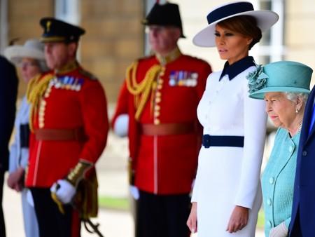 Melania Trump y su sombrero ladeado a lo 'My Fair Lady' son lo más sofisticado de todo el Palacio de Buckingham