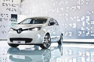 ¿Cómo van las ventas de coches eléctricos en 2014 en España? El Nissan LEAF va ganando el duelo al Renault ZOE