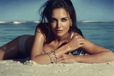 Si Katie Holmes tiene que desnudarse para anunciar joyas, pues una se desnuda