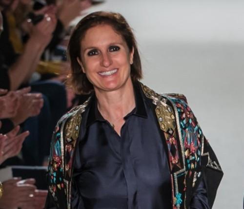 De lo clásico a lo rompedor: el estilo personal de Maria Grazia Chiuri, de Dior, en 16 outfits (el negro es el rey)