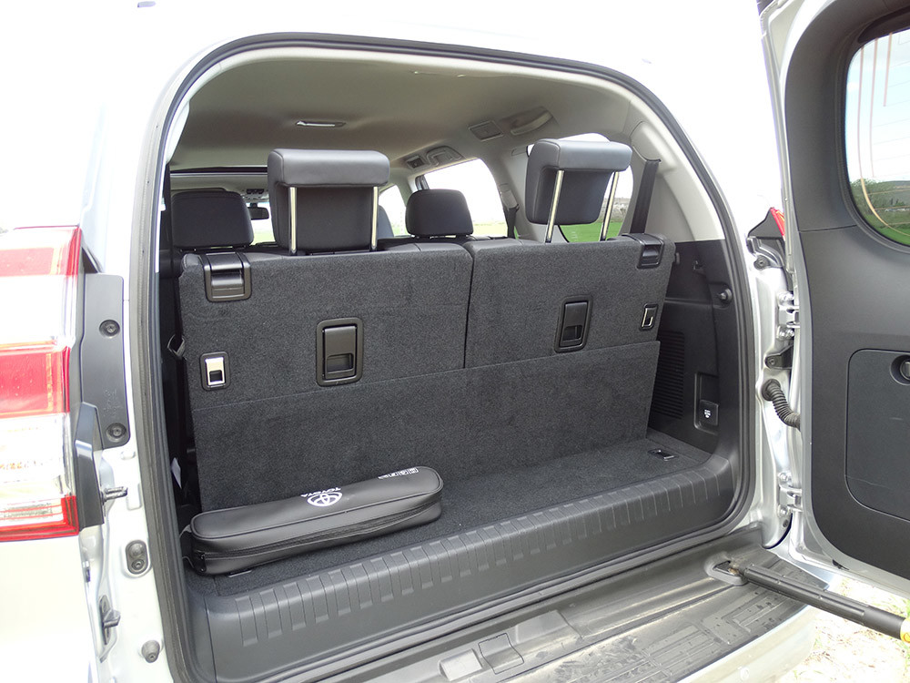 Foto de Probamos el Toyota Land Cruiser 180D, todas las imágenes del motor, maletero y otros detalles (4/32)