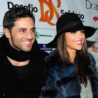 Sombrero, gafas de pasta y labios fucsia: Paula Echevarría nos ofrece un look de invierno ideal