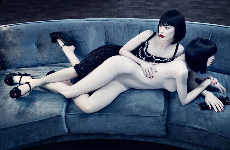 Foto de Megan Fox frente a su doble desnudo en un magnífico editorial para Interview (3/8)