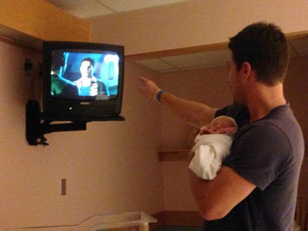 Stephen Amell ya es papá... y yo muero de amor con la foto