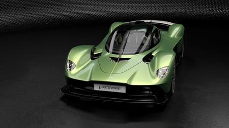 Aston Martin Valkyrie AMR Track Performance eleva el listón y convierte a este hypercar en una fiera sedienta de asfalto