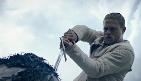 'Rey Arturo: La leyenda de la espada', tráiler y póster de la nueva película de Guy Ritchie