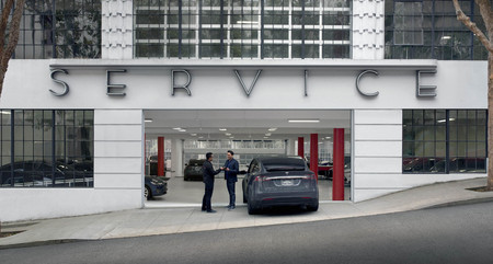 Así es como Tesla busca reinventar el servicio automotriz: (casi) sin que tu coche pise el taller