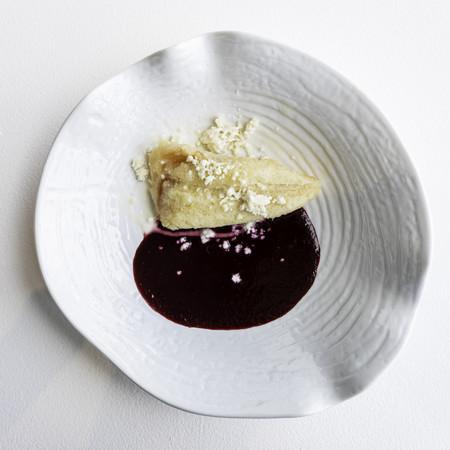 Publico Comedor Tamal Canario Relleno De Ate Con Salsa De Frutos Rojos Queso Y Crema
