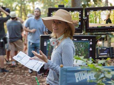 """Elizabeth Banks carga contra Spielberg: """"Nunca ha hecho una película con una protagonista femenina"""""""