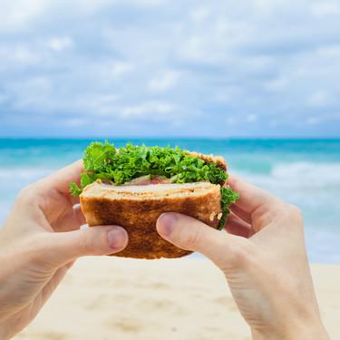 17 recetas para un picnic de playa y accesorios imprescindibles para que no sea un caos de arena