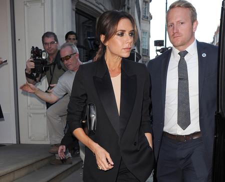 Victoria Beckham demuestra que vestir igual que tu madre en una fiesta es posible y puede ser todo un éxito ¿Quién lo lleva mejor?
