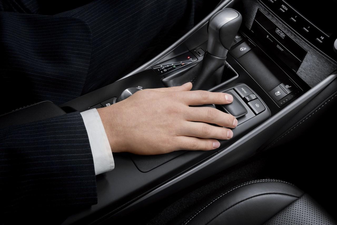Foto de Lexus IS 300h (34/53)