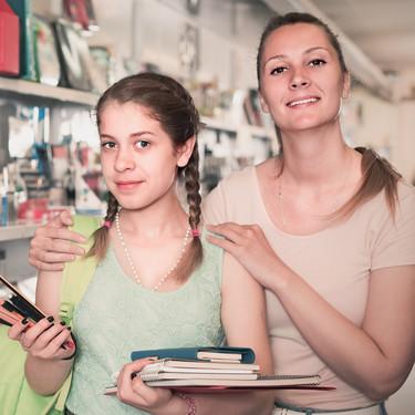 Planificar, comparar y adquirir los libros de texto por Internet: así organizan las familias la vuelta al cole, según una encuesta