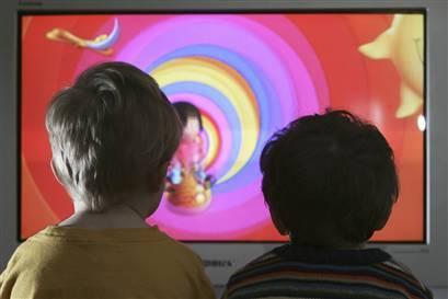 El sonido de fondo de la tele afecta el desarrollo de los niños