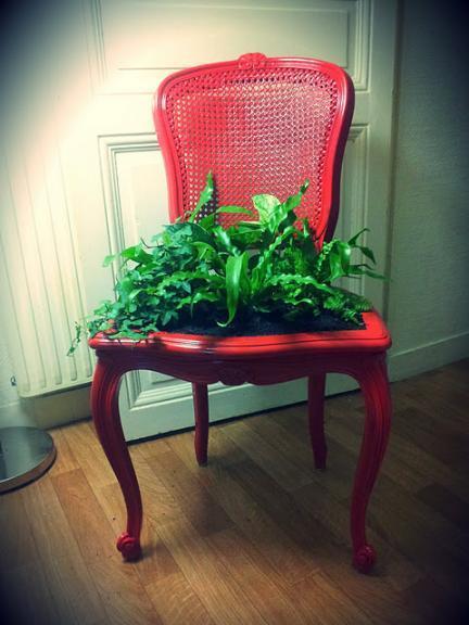 ¿Buena o mala idea?: una silla reutilizada como jardinera