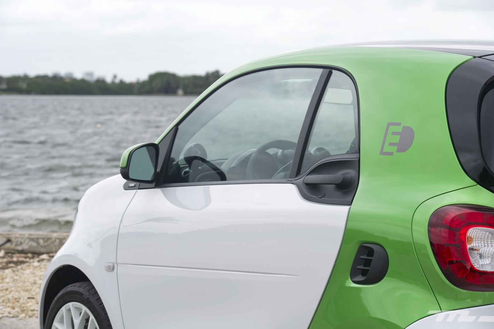 Foto de smart fortwo Electric Drive, toma de contacto (8/313)