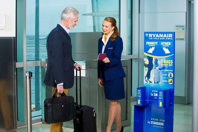 Ryanair retrasa hasta el 15 enero su cambio en la política de equipaje de mano