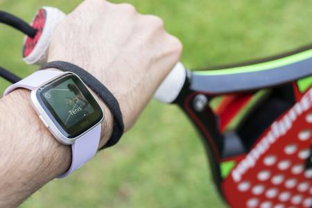 Seis pulseras de actividad, relojes y básculas conectadas de Fitbit rebajadísimas en Amazon