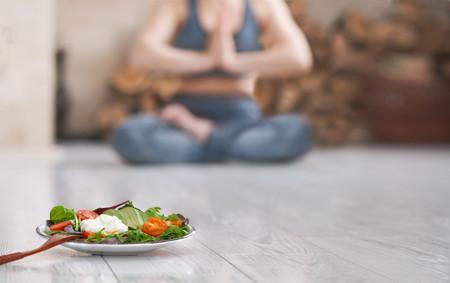 Qué comer antes y después de una clase de Yoga para sacarle todo el partido a tu entrenamiento