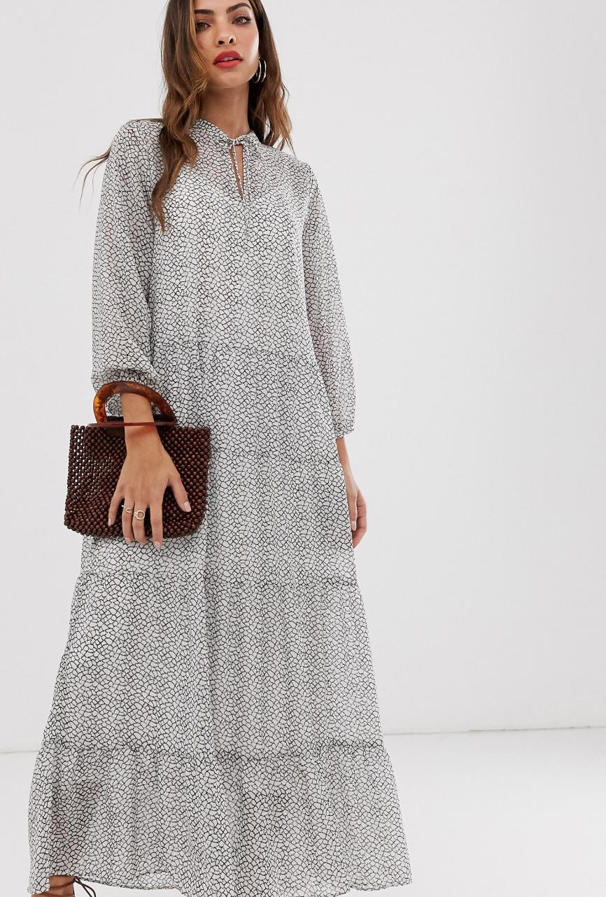 Vestido largo escalonado con estampado de mosaico de Vero Moda