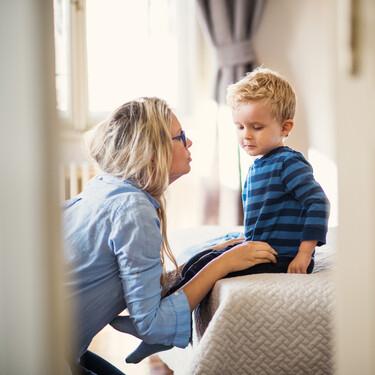 """Cuando le digas a tu hijo """"eso no se hace"""", enséñale cómo hacerlo"""