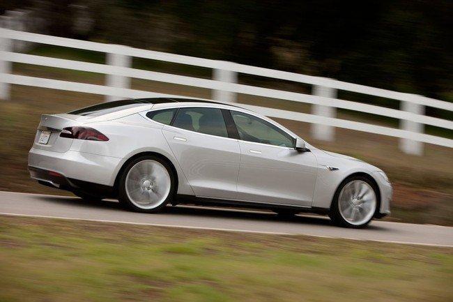Tesla Model S plata