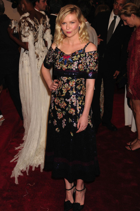 Kirsten Dunst look met