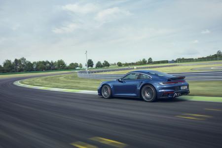 Porsche 911 Turbo 2021 3