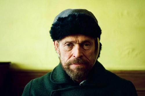 'Van Gogh, a las puertas de la eternidad': el genio de Willem Dafoe sepultado por un biopic pedante y soporífero