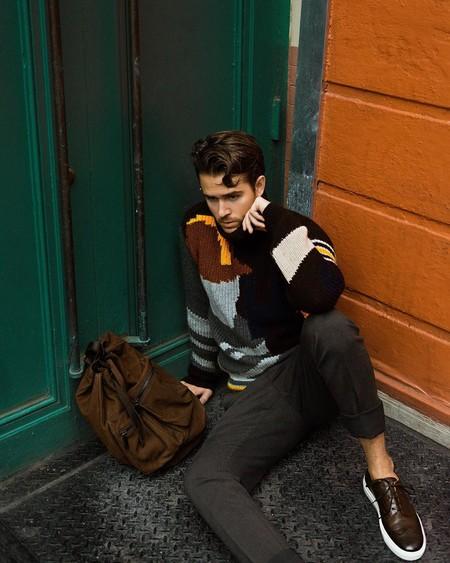 Adam Gallagher Muestra Como Enfundarse En Los Colores De Otono En Clave Retro