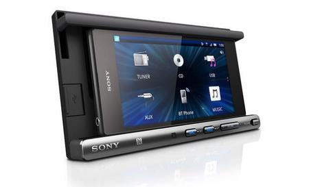 Sony presenta una base para poner tu teléfono en el tablero del coche