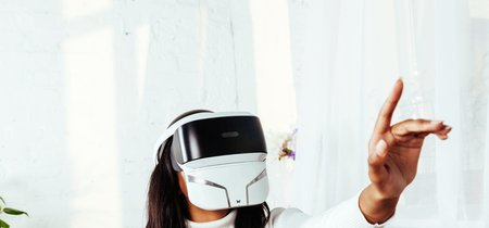 FeelReal VR Mask quiere extender la realidad virtual convencional a la dimensión olfativa y táctil