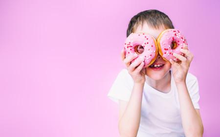 Portugal prohíbe la publicidad de alimentos insanos destinados a menores: en España solo quedaría el 23% de los anuncios de comida