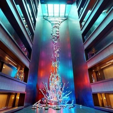 La cascada más espectacular de Madrid no tiene agua y está dentro de un hotel...