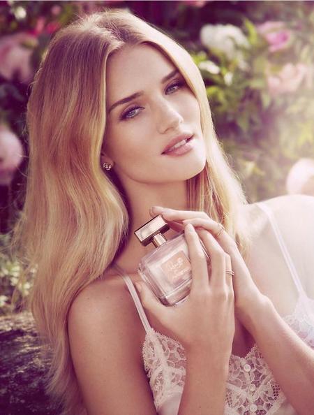 Rosie Huntington-Whiteley empieza el 2015 con fuerza: anunciando un perfume propio