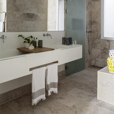 Tendencias en el cuarto de baño: lavabos a medida integrados en la encimera del cuarto de baño
