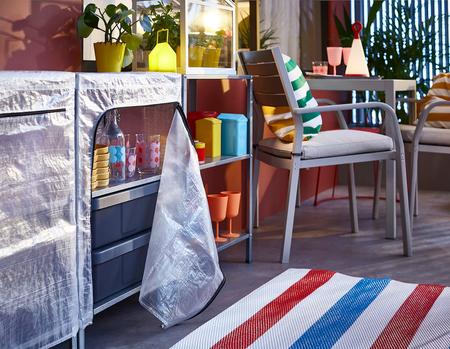 Los mejores armarios y estanterías de exterior de Ikea para tener en orden la terraza o el jardín