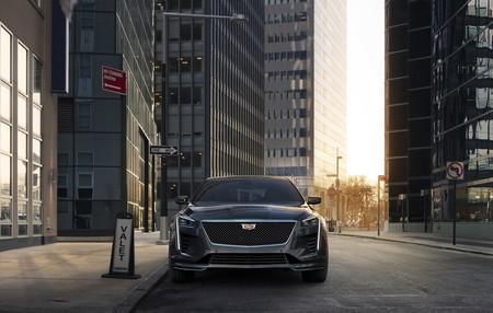 El Cadillac CT6 V-Sport tiene 550 hp para meterse en terreno del BMW M5