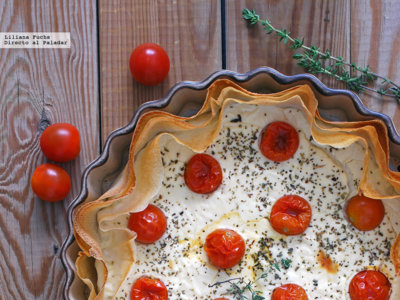 Tarta salada de yogur y queso de cabra con tomatitos. Receta fácil