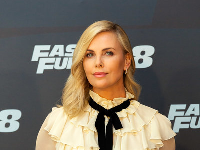 Charlize Theron eclipsa en Madrid con un lookazo de Gucci