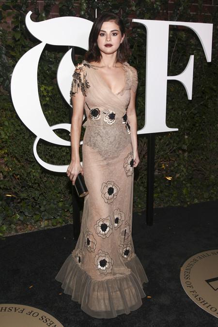 mejor vestidas 2017 alfombra roja Selena Gomez de Rodarte