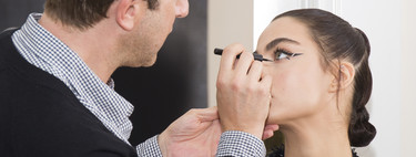 El director de maquillaje de Madrid Fashion Week nos ha enseñado dos nuevas formas de hacernos la raya del ojo dignas de un look de belleza espectacular