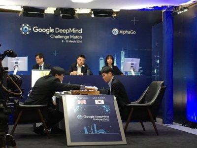 La máquina derrota (de nuevo) al hombre: AlphaGo cosecha su primera victoria contra Lee Sedol