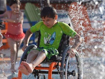 El primer parque acuático para discapacitados ya existe. ¿Su secreto? Simple: eliminar todas las barreras