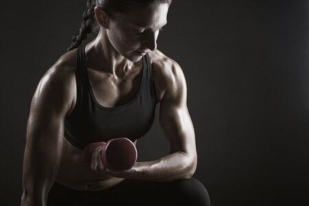 Curl Biceps Mancuerna Concentrado Mujer