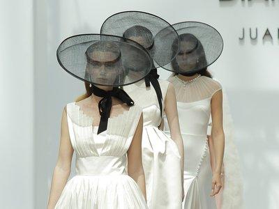 Con las novias de Juanjo Oliva para DiamonFire llegó la sobriedad a la Madrid Bridal Week
