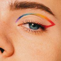 El arcoíris se cuela en nuestros maquillajes para celebrar el mes del Orgullo LGTBI por todo lo alto